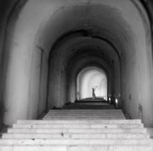 Вверх по лестнице, ведущей вниз / Тоннель внутри скалы. Какое там было Аааааааууууууууууууууууууууууууу..........!:)) А выходишь на свет - и  весь мир у твоих ног.