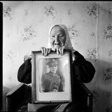 [ story ] / моя бабушка с портретом моего деда