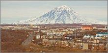 с высоты... / Корякская сопка — действующий вулкан на Камчатке, в 35 км к северу от Петропавловска-Камчатского. Относится к стратовулканам.