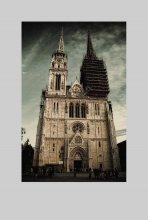 Z A G R E B / Полное название этого собора: «Собор вознесения Девы Марии и Святых Степана и Владислава». Его особенность - башни-близнецы высотой 105 метров на крыше здания.