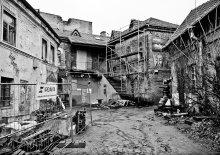 Старый город / Путешествуя по Вильнюсу встречаются и старые постройки.
