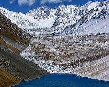 Белоснежная корона озера / Чилико-Кеминская перемычка, соединяющая хребты Заилийского Алатау и Кунгей-Алатау. Озеро Жасылколь.