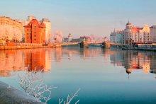 Утро в городе / В этом году только две ночи в городе был небольшой мороз. Это морозное утро.