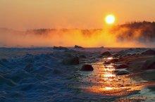 Холодный рассвет на Балтике / Дождались морозов, кое-где море у берега замёрзло, а открытая вода парит...