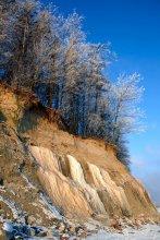 """Зимний берег / Меня заинтересовало то, что видимо грунтовые воды, просачиваясь сквозь толщу земли и выходя довольно высоко от берега, замерзают что называется """"на лету""""..."""