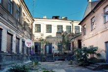 Гости в старом городе / И в старом городе появляются атрибуты современного мира