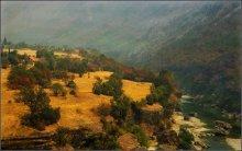 осенний горный пейзаж / Черногория, осень, 40 по Цельсию, дымка от пожаров