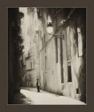 Про мальчика, вышедшего погулять :) / Утро, солнце, март, узкая улочка в Барсе