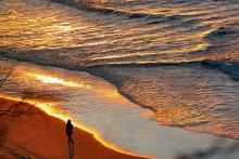 Вечерняя прогулка у моря / Балтика. Вечер. Заходящее солнце.