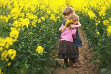 """Про любовь... / посвящается моей младшей сестренке  """"Я знаю, что моя старшая сестра меня любит: потому что она отдаёт мне все свои старые вещи и ей приходится покупать себе новые :)"""