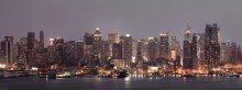 Ночь над Манхэттеном / панорама центрального района Манхэттен с западной стороны, на переднем плане Хадсон Ривер или по русски Гудзон