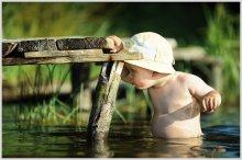 Малыш первый раз в жизни зашел в речку... / Малыш первый раз в жизни зашел в речку...