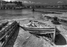 Лоу Лоу. Последнее пристанище. / Старый порт в одном греческом городке.