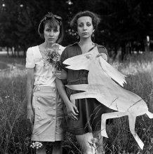 Люси Пыжикова и Таня Лисовская с Красным Конем / Витебск, июль 2012