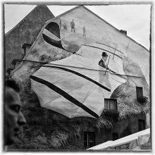 [o%] / Рига.Площадь.Самолет.Рисунок на стене.Июль 2012