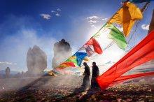 Праздник религии Бон на озере Нам-Цо / Высокогорное озеро Нам-Цо находится недалеко от Лхасы и является одним из четырех священных озер Тибета. Издревле озеро окружено легендами и преданиями, и почитаемо как буддистами, так и последователями древней тибетской религии Бон, которые проводят на берегу озера праздники и фестивали. Мой небольшой рассказ о поездке к озеру в ЖЖ:http://yury-birukov.livejournal.com/8247.html