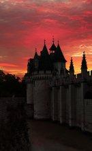 Бастион. / замок Диссей на закате