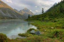 Аккем / Озеро Аккем является высокогорным озером (2150 м над уровнем моря). Воду в озере Аккем называют «мертвой». Берёт начало из Аккемсого ледника, далее переходит в реку и впадает в Катунь. Вид на Белуху.