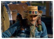 Уличный музыкант / Если интересно,то здесь небольшая серия с этим музыкантом: http://utflytter.livejournal.com/17235.html
