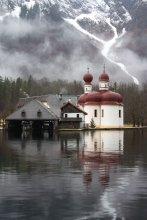 церковь св. Варфоломея / Находится на озере Кёнигзее, добраться можно только по воде, ну или зимой по льду. Такая вот нынче зима.