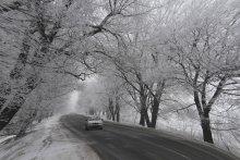 Зимняя дорога. / Зима часто преподносит водителям всевозможные сюрпризы.