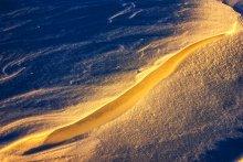 Без названия / Фрагмент снежного покрова в свете заходящего солнца