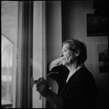 Портрет мамы у окна.. / мама..