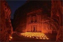 Ночная Петра / Петра - древний город в Иордании, на Ближнем Востоке. Недавно признана одним из чудес света. Многие постройки высечены в камне