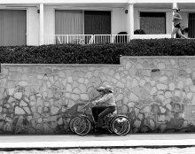 "/ Полиция в Redondo Beach.)   (Quentin Tarantino. Pulp Fiction (""Криминальное чтиво""):  The Wolf:  Maybe I can give you guys a ride.  Where do you live?   Vincent:    Redondo Beach. )"