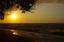 Азовский шторм / хороший шторм с ливнем на Азовском море