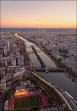 Paris / Вид с Эйфелевой башни на вечерний Париж Еще фото можно посмотреть здесь - http://dima-pozharsky.livejournal.com/32214.html