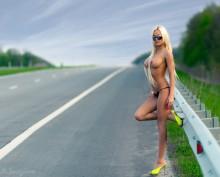 Topless DJ Aurika / road