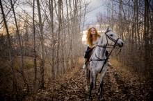 Грация осени / Девушка на коне