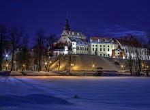 замок Радзивиллов в Несвиже / синеватая синева