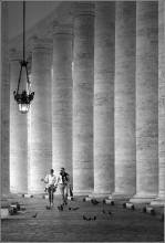 Vatican / Corridor of columns at Vatican city