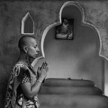 नमस्ते / «Божественное во мне приветствует и соединяется с божественным в тебе» — то есть уважительное преклонение и прославление Всевышнего, божественной сущности мироздания, частичкой которого является человек, признание единства и вечной духовности всего сущего.