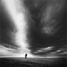 По дороге в одиночество / Одиночество неизбежно, но осознание и принятие этого факта несет свободу.   Нарисуй свою жизнь такой, какой хочет видеть ее Бог, и ты найдешь свое счастье. А что до одиночества, тут все просто: не нужно пытаться скрасить своё одиночество. Скрась одиночество другого человека.