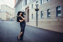 Woman in black hat /