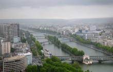 Вид на Париж сквозь пелену дождя / Сеелся мелкий дождик