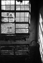 За решеткой / На заброшенном заводе