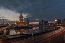 Москва на закате / Вид на гостиницу Украина