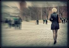 Летящей походкой / на Московских улицах