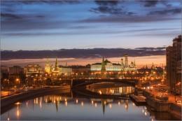 Скоро будет рассвет / 2. [img]http://35photo.ru/photos_series/689/689287.jpg[/img]  Москва. Перед рассветом на Москве-реке.  апрель 2015г