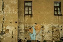 покидая дом / о чем слышат стены