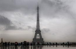 В Париже дождь / Площадь Трокадеро