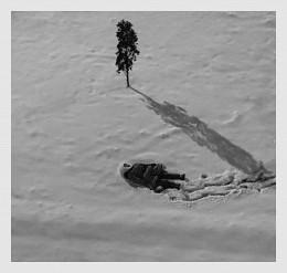 A strange girl in the snow / девочка на снегу,вид с балкона, вечер, девочка странная, живая