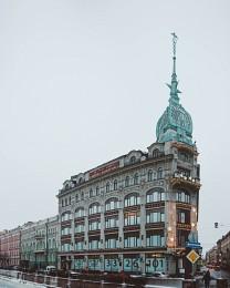 Торговый дом «У Красного моста» / Торговый дом «У Красного моста» расположен на набережной Мойки, 73, в престижном районе исторического центра Санкт-Петербурга – в непосредственной близости от Невского проспекта.