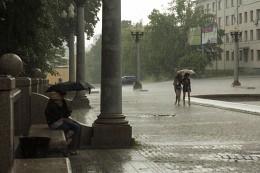 Дождь / Возле театра оперы и балета в Минске  https://vk.com/mikalai_nikitsin