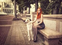Фото девушки с собакой /