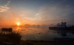 Туманный рассвет на реке Дубна. / Ранним утром на берегу реки Дубна.Московская область,деревня Ратмино.
